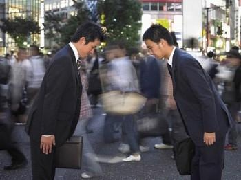 Le costume, la tenue de travail de tout salaryman japonais